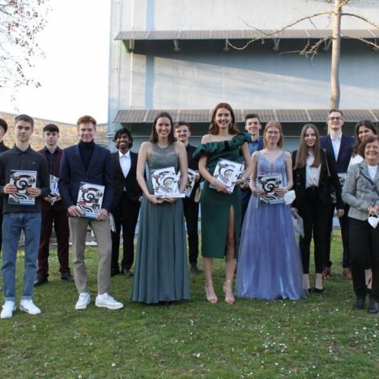 97 Abiturientinnen und Abiturienten am Otto-Hahn-Gymnasium